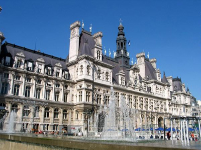 Paris apartment is in the heart of the Marais district, with the Hotel de Ville (Paris city hall) as your neighbor
